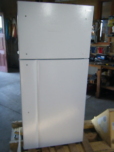 "Insignia 30"" 18 Cu. Ft. Top Freezer Refrigerator new retail 799+"