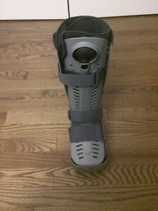 Air Walker Cast Boot - size small