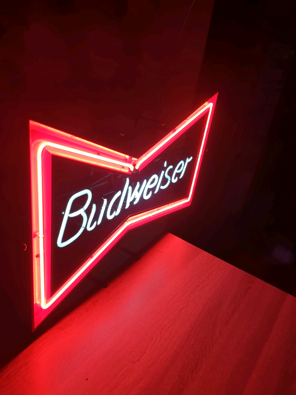 Collectable vintage budweiser neon sign   in Lisburn