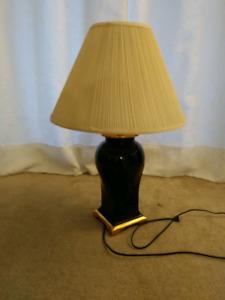 Lampe de chevet céramique noir et or.