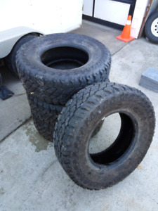35 inch cooper discover s/t maxx (x4) tires
