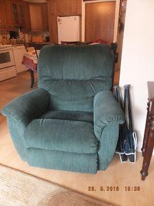 Fauteuil bercant pivotant chaise fauteuil dans grand for Meuble en gros longueuil