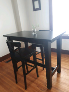 Stylish IKEA Black Bar Table With 4 Stool Chairs