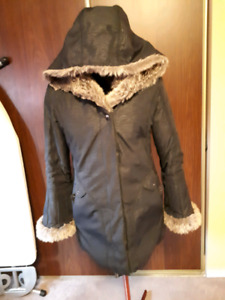 For Sale Women's Size Medium Fashionable Winter Coat