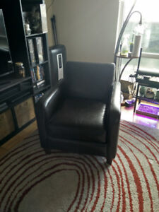 Black / Dark Brown Leather Lounge Chair