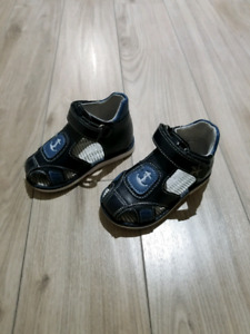 Sandals like new. Size 5,5