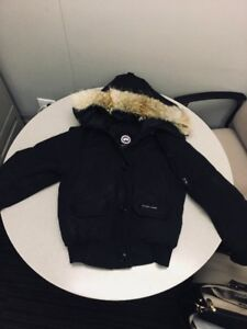 Canada Goose Chillwack: Mens small fits Womens Medium