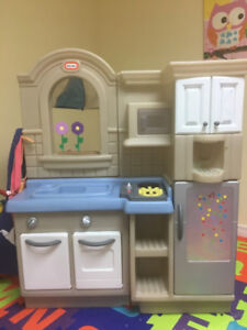 Little Tikes double-sided play kitchen