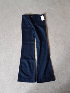 NEVER BEEN WORN - Size 28 Joe's Jeans