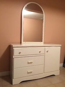 Children's Furniture Dresser w Mirror and Desk w Shelves