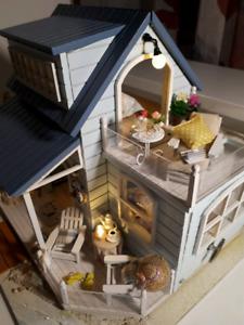Maison de poupée miniature meublée et décorée