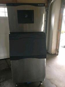 SCOTSMAN 525 POUND ICE MACHINE ( EXCELLENT CONDITION )