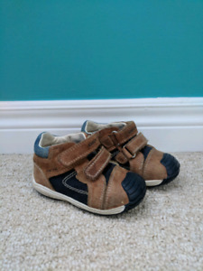 EUC GEOX Navy and Tan Leather Toddler Shoes, Size 6.5