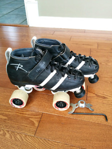 Roller skates, wheels and kneepads