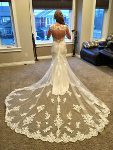 Size 8- Never Worn Ivory Stella York Wedding Dress