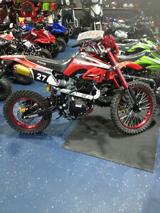 200 CC DIRT BIKE READY TO RIDE GREAT CHRISTMAS GIFT