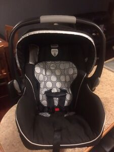 Britax B safe car seat and base for sale Moose Jaw Regina Area image 1