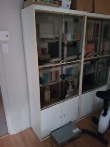 Bibliothèque étagère blanche avec vitre