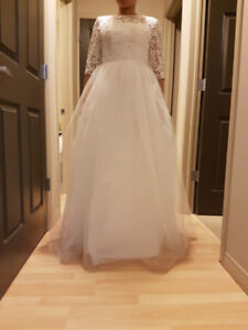 Wedding Dress (with sleeves) - size 4-6