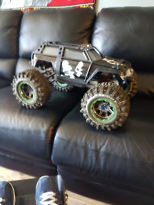 rc's one 1/10 summit and parts + a slash 4x4 and 2) E-revo.1/16