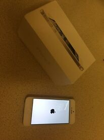 iPhone 5 in White 16gb