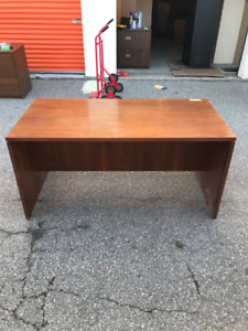 Office Desk without Drawers, Excellent Condition, At Cheap!