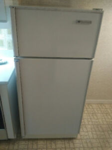 USED WHITE REFRIGERATOR?FREEZER GREAT CONDITION