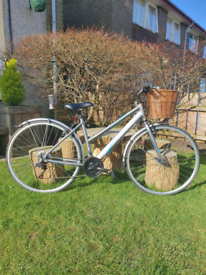 Ladies 'Apollo Virtue hybrid bicycle 700c wheel