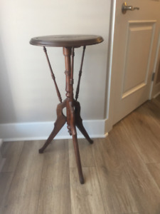 Accent Table/Plant Stand.....lovely detail