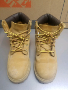 Junior Timberland boots size 4.5