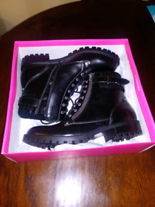 Ladies size 11 boots