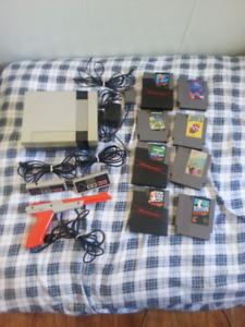 Nintendo NES + 2 manettes + 8 jeux + zapper