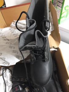 Brand new man size 9 stell toe work boots