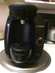 USED BOSCH TASSIMO COFFEE MAKER WITH MAXWELL HOUSE COFFEE