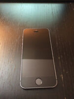 Iphone 5S 16GB,black,like new //with bell and virgin