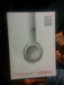 Solo beats by Dre 3 wireless ( sealed )