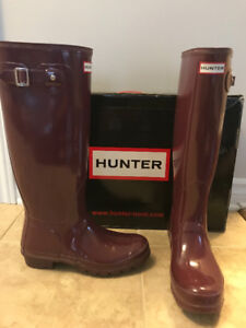 Women's Hunter rain boots lightly used size 9