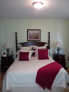Set chambre en vrai bois et ensemble matelas Queen