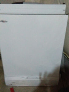 BRAND NEW NEVER USED DISHWASHER London Ontario image 1