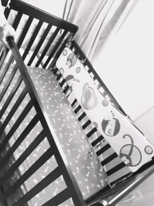 baby/toddler crib with mattress for sale