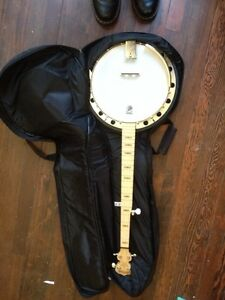 Deering Goodtime Two Banjo (with resonator) and Case
