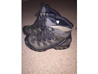 Men's Salomon boots 9.5