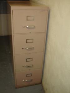 2 classeurs a 4 tiroirs (  légal  ) beige