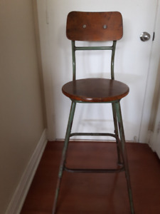 VINTAGE BAR STOOL / TABOURET DE BAR