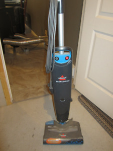 Aspirateur et laveuse Bessell ( Steam & Sweep ) valeur $ 140.00