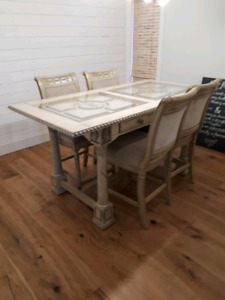 Mint condition Dining Room Table Set