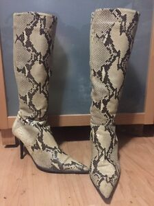 Browns lady's size 10 snake skin boots