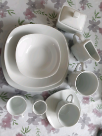 New 62- piece Dinner Set