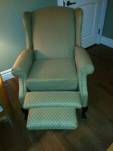Wing-back reclining Chair