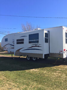 REDUCED | 2007 Copper Canyon 294FWDB | Loads Of Family Fun!